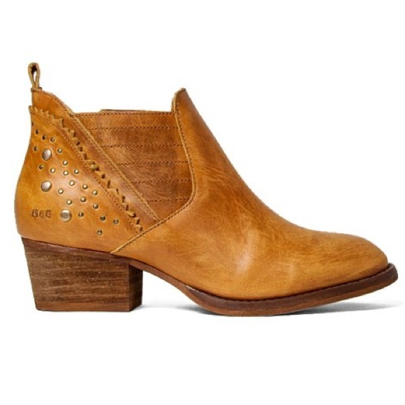b74d5b7e7e5 Musse and Cloud Geneva Western Cue Studded Boots. M 5bb141c05098a07349d4aea7